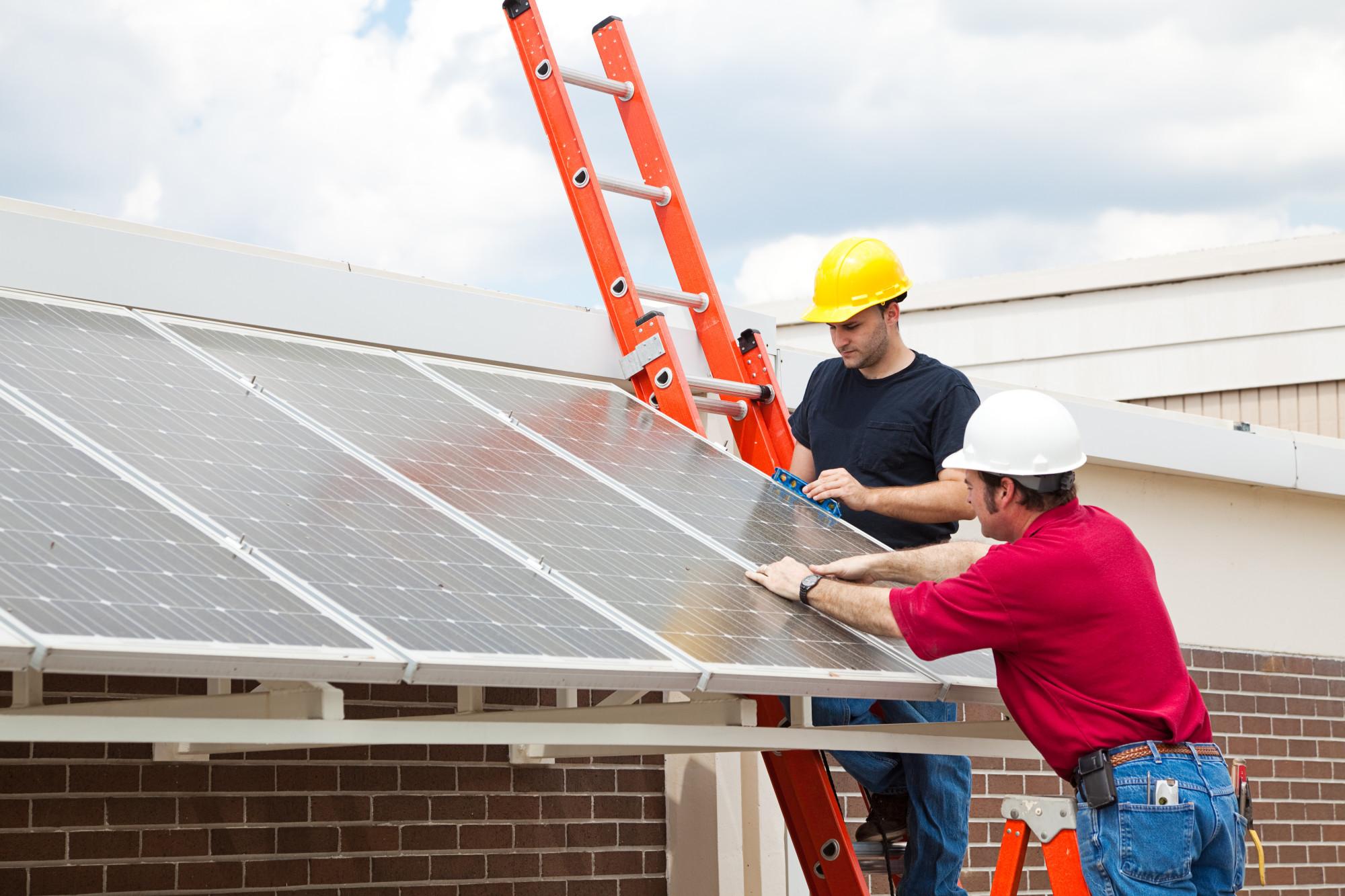 Top 5 Factors to Consider When Hiring a Solar Installer